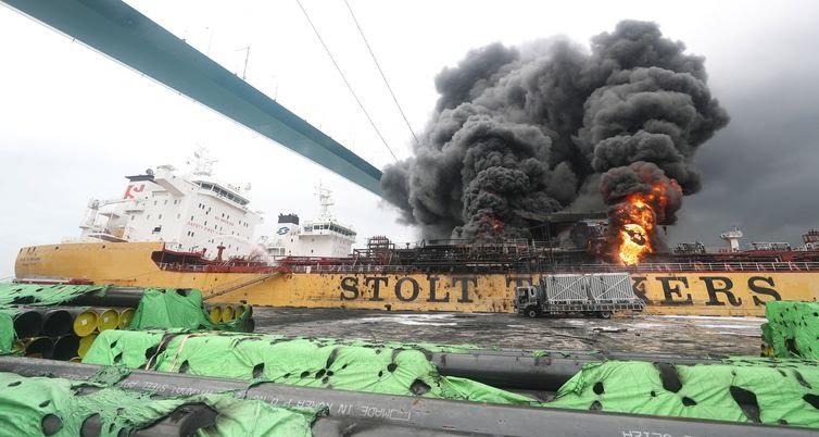 incêndio em um navio em um porto em Ulsan Coréia do Sul