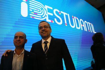 O diretor de Tecnologia e Informação do MEC, Daniel  Rogério e o ministro da Educação, Abraham Weintraub, durante o lançamento do aplicativo da ID Estudantil